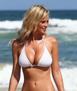 Rhian-sugden-shows-off-her-curvy-body-in-a-tiny-white-bikini-at-belongil-beach-i-04lt9cgxr4.jpg