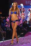 th_20572_Ana_Beatriz_Barros-Victorias_Secret_Fashion_Show_2005-11-09-2005-Ripped_by_kroqjock-HQ11_122_196lo.jpg