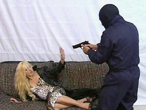 When Burglars Prefer Ass to Money