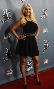 [Fotos+Videos] Christina Aguilera en la Premier de la 4ta Temporada de The Voice 2013 - Página 4 Th_985796318_Christina_Aguilera_19_122_371lo