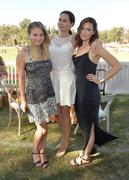 http://img240.imagevenue.com/loc483/th_726599536_MandyMoore_TheFourthAnnualVeuveClicquotPoloClassic36_122_483lo.jpg