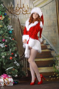 http://img240.imagevenue.com/loc56/th_531097489_silver_angels_Sandrinya_I_Christmas_1_021_123_56lo.jpg