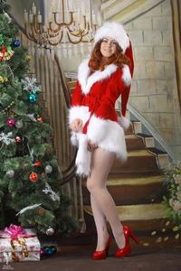 http://img240.imagevenue.com/loc56/th_531097489_silver_angels_Sandrinya_I_Christmas_1_021_123_56lo.jpg