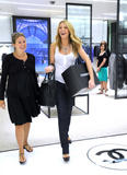 th_71820_77958-blake-lively-candid-chanel-boutique-nyc-09-0_122_569lo.jpg